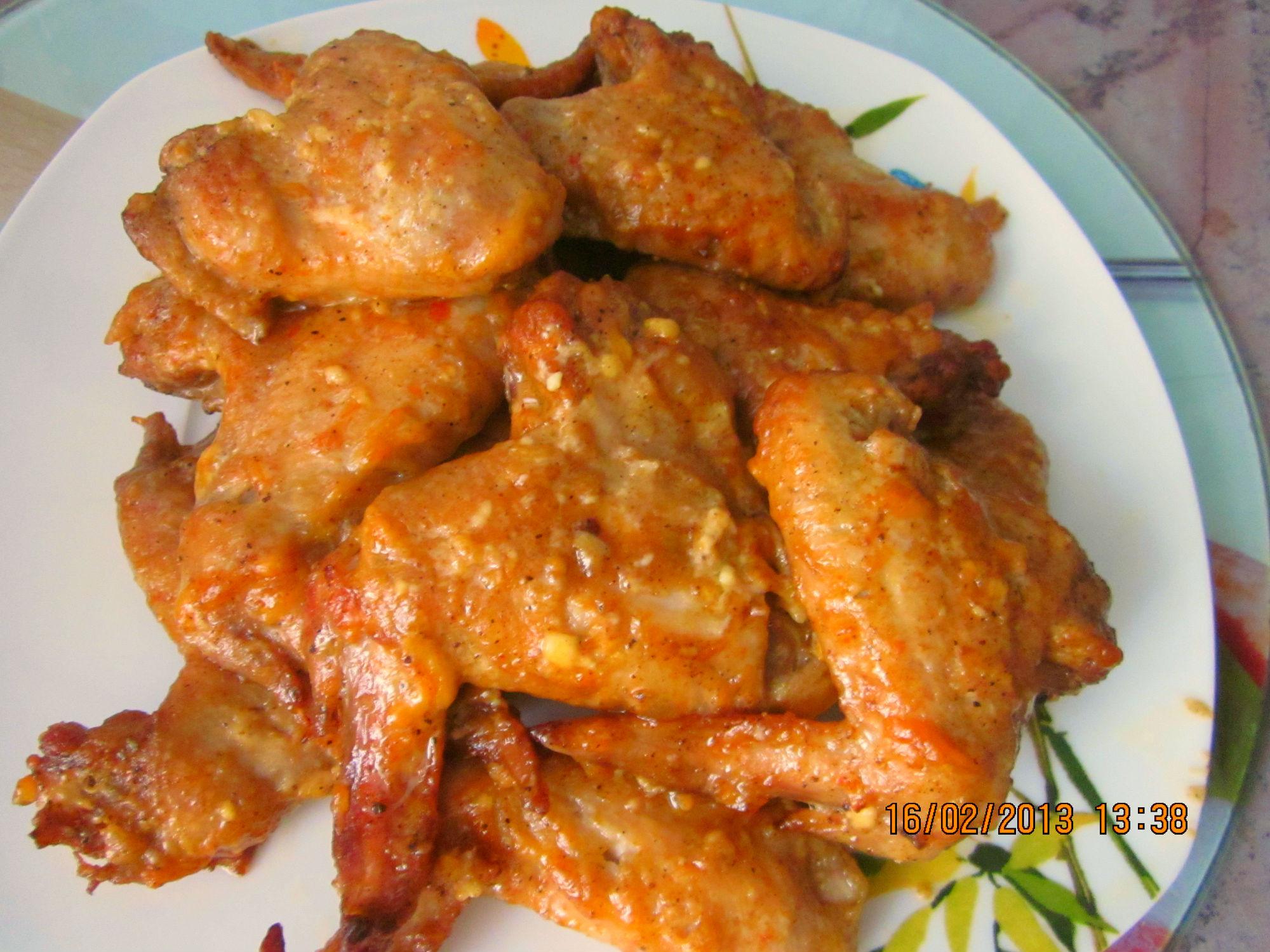 Крылышки запеченные в духовке под сырной корочкой
