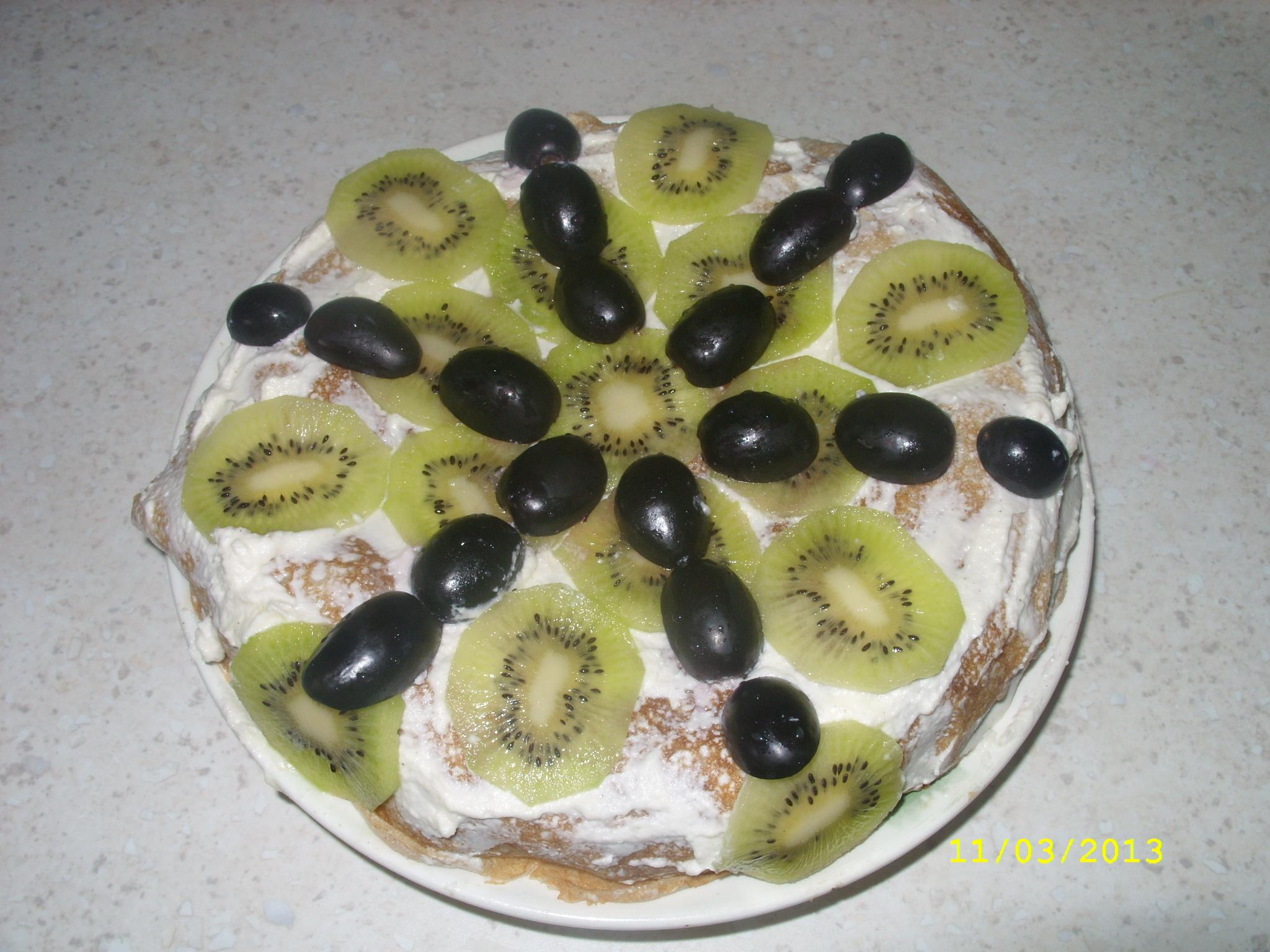 Блинный торт с бананом и киви