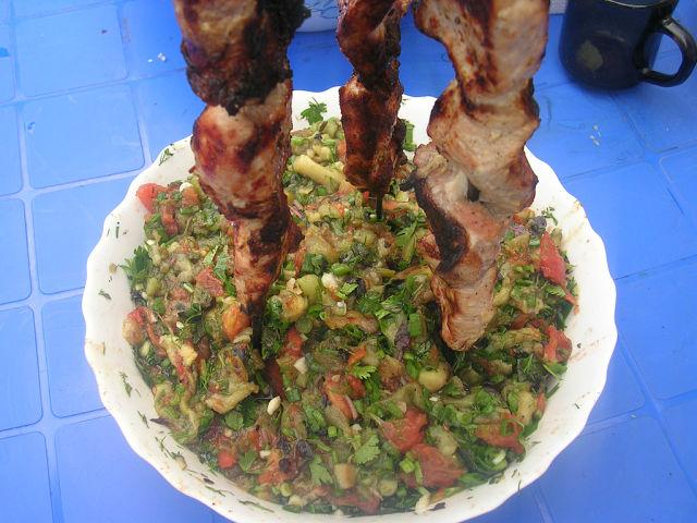 Оригинальный салат из баклажанов к шашлыку