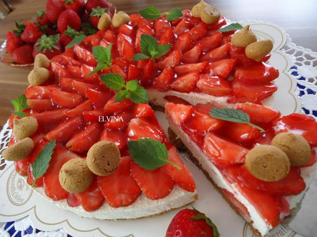 Клубничный тортик без выпечки