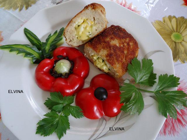 Куриные котлеты с начинкой из яиц и сыра