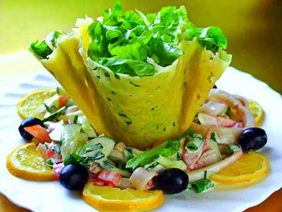 Сырные корзиночки с салатом из морепродуктов