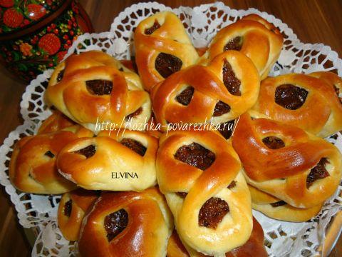Сладкие пирожки  с сухофруктами в духовке