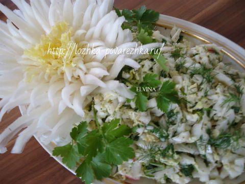 Салат из пекинской капусты и крабовыми палочками
