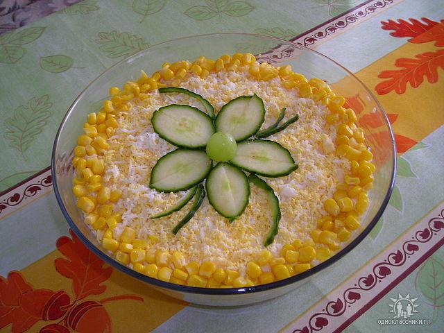 Салат «ветчина кукуруза ананас»