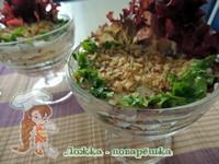 Слоёный салат с копченой курицей