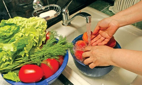 Чем мыть овощи и фрукты?