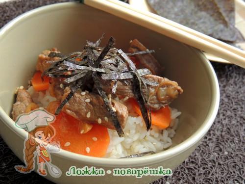 Рис по-японски с овощами и говядиной
