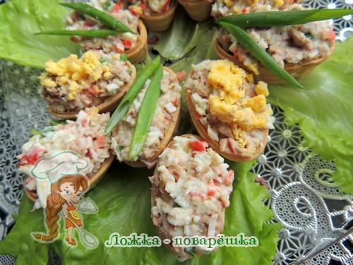 Тарталетки с салатом из крабовых палочек и печени трески