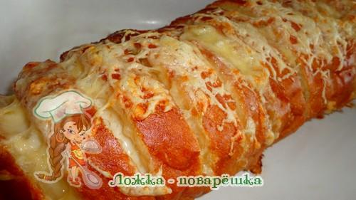 Батон с сыром и чесноком