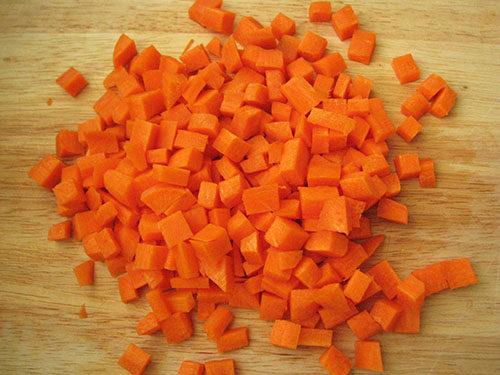 Морковь кубиками для супа с машем