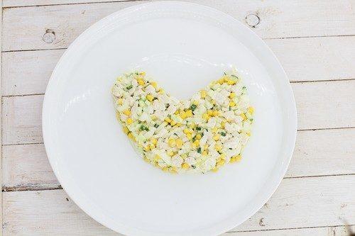 новогодний салат в виде петуха