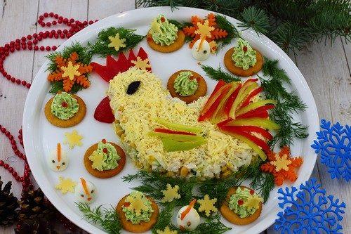 новогодний салат в виде петуха фото