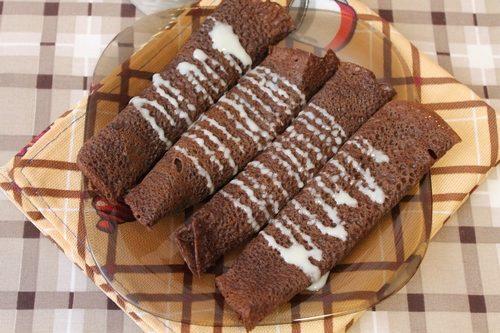 Шоколадные блинчики со сгущенкой