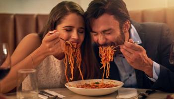 Почему итальянцы едят макароны с пиццей и не толстеют