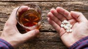 Этими напитками опасно запивать лекарства