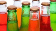 О каких последствиях употребления газировки без калорий умалчивают производители