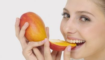 Почему все едят манго неправильно