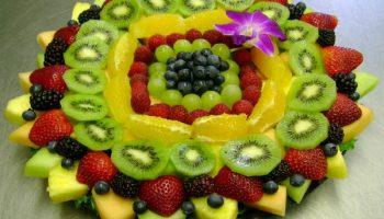 Как красиво нарезать фруктовую тарелку к праздничному столу