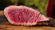 5 опасностей поджидающих любителей непрожаренного мяса