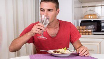 Почему нельзя пить во время еды