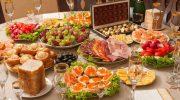 Как сделать праздничный стол по-настоящему красивым: 5 главных правил подачи блюд