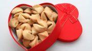Печенье судьбы — откуда взялась традиция прятать предсказания в выпечку