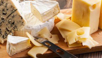 10 видов сыра с самыми неожиданными добавками