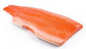 Почему у фермерского лосося белое филе, а у дикого с розоватым оттенком