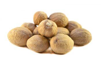 Чем опасно большое количество мускатного ореха в пище