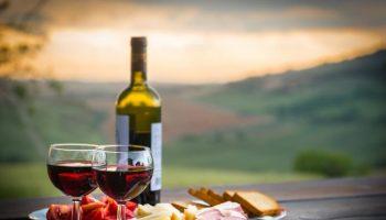 Зачем виноделы закапывают бутыли с вином в землю