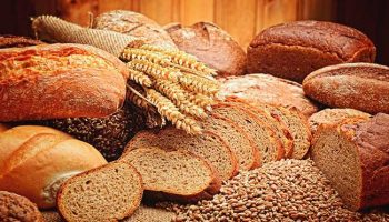 Почему хлеб нельзя хранить в холодильнике, но можно держать в морозилке