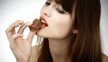 Как есть черный шоколад чтобы оценить его вкус