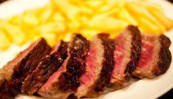 5 причин никогда не заказывать стейк «с кровью»