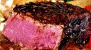 Из какого мяса можно жарить стейки «с кровью» без опасности для здоровья