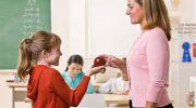 Почему в Америке ученики дарят учителям яблоки