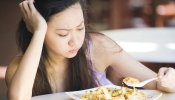 Почему человек с заложенным носом не почувствует вкуса еды