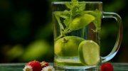 Почему лаймы тонут в воде, а лимоны всплывают