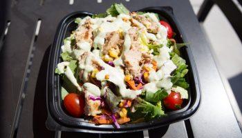 Почему салаты в фастфудах не имеют ничего общего со здоровым питанием