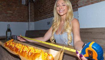 Где можно отведать самый длинный хот-дог и чем он знаменит помимо своих размеров