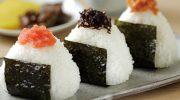 Почему Онигири называют киндер-сюрпризом по-японски