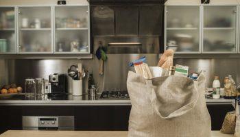 5 продуктов, которые нельзя покупать про запас