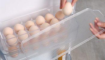 Почему яйца не советуют хранить на дверце холодильника