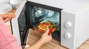 Какие продукты не стоит греть в микроволновке