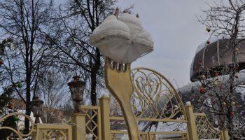 Кто поставил памятник пельменям и где его установили