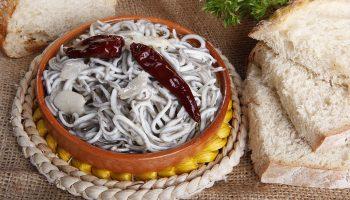 Как безвкусный ангулас превратился в самый дорогой деликатес Испании