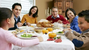 5 иностранных правил обеденного этикета, которые приводят в изумление наших соотечественников