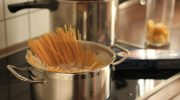 Почему профессиональные повара замачивают пасту и макароны в холодной воде перед варкой
