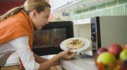 Какую еду нельзя разогревать в микроволновке