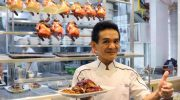 За какое блюдо уличный торговец из Сингапура получил звезду Michelin